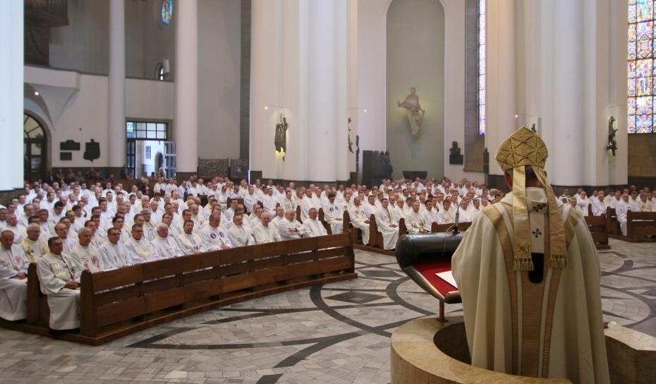 Abp Skworc prosi księży o jałmużnę postną